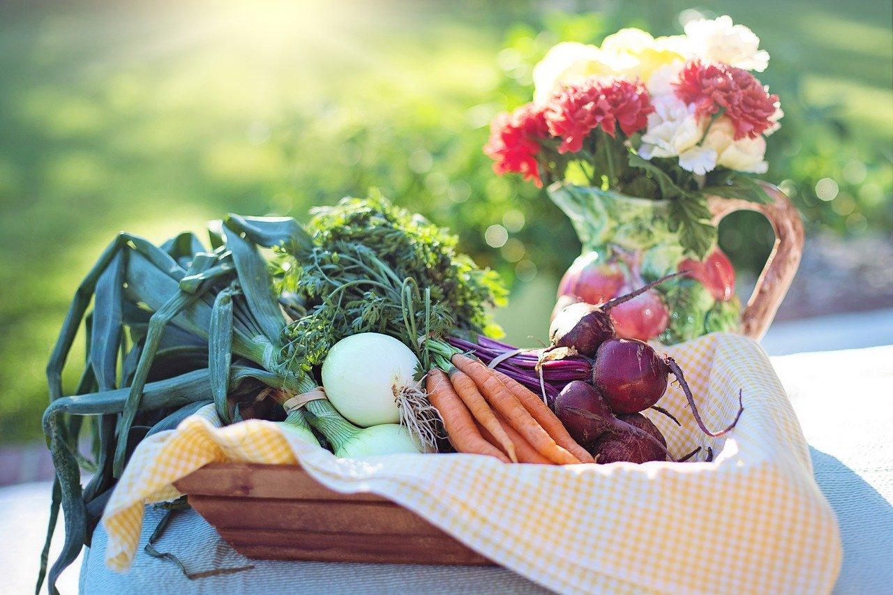 thumbnail image for blog Expect Fresh Air and Fresh Produce at 14&U Farmer's Market